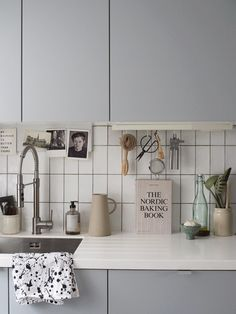 A sinkie? How to make your kitchen sink look effortlessly stylish (cate st hill) Design My Kitchen, Kitchen Colors, Kitchen Ideas, Kitchen Decor, Kitchen Sinks, Green Kitchen, Ikea Kitchen, Wooden Chopping Boards, Kitchens