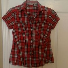 Cute checkered top Can wear with belt or top under Cato Tops Button Down Shirts