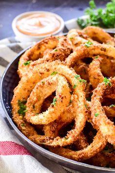 Air Fryer Onion Rings Air Fryer Dinner Recipes, Air Fryer Recipes Easy, Appetizer Recipes, Appetizers, Power Air Fryer Recipes, Appetizer Ideas, Beef Sukiyaki Recipe, Onion Rings Air Fryer, Actifry Recipes