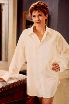 "Annette Bening en ""El Presidente y Miss Wade"", 1995. Like Carolyn Bessette Kennedy, she knows how to work the white shirt!"