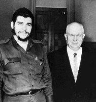 Che Guevara y Nikita Kruschev.