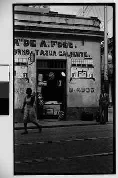 Walker EVANS :: Painted Façade of Kitchenware Shop, Havana, 1933 Make Pictures, School Pictures, School Pics, Walker Evans, Vintage Cuba, Vintage Type, Our Man In Havana, Cuba History, Kitchenware Shop