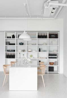 Modern Holiday // A Minimalist Apartment by Tai & Architectural Design Apartment Interior, Apartment Design, Kitchen Interior, Apartment Ideas, Minimal Apartment, Regal Design, Interior Minimalista, Decoration Design, Cuisines Design
