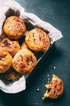 Eccles cakes with easy puff pastry