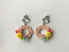 お花のイヤリング 〜水引×つまみ細工〜 Macrame Earrings, Handmade Design, Cool Designs, Fine Jewelry, Bows, Creative, Crafts, Ear Rings, Bracelet