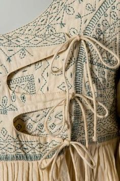 A detail of the Angola smock top: Sashiko tratment Kurta Designs, Blouse Designs, Textiles, Fashion Details, Fashion Design, Girl Fashion, Fashion Tips, Fabric Manipulation, Dressmaking