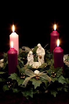 Holiday: Christmas Advent Wreath with Nativity Scene