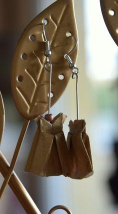Boucles d'oreilles petites robes en origami : Boucles d'oreille par lililala