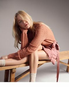 Camilla Christensen graces the pages of ELLE Denmark's January 2018 issue. The Danish beauty strips down to minimal styles with gymnastic inspiration. Uk Fashion, Fashion Story, Fashion Photo, Boho Fashion, Autumn Fashion, Camilla, Material Girls, Minimal Fashion, Editorial Fashion