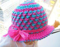 Crochet Hat Pattern with Flower Crochet por CrochetBabyBoutique