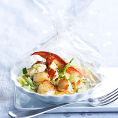 Papillote de homard et Saint-Jacques au Champagne Lobster Recipes, Tasty, Yummy Food, Fish And Seafood, Fresh Rolls, My Recipes, Food Videos, Potato Salad, Entrees