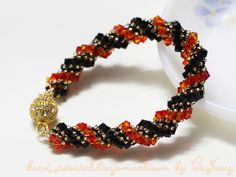 Tutorial : Double Spiral Bracelet Level : Beginner Technique : Double Spiral Rope Equipment - Crystals 4mm - Seed beads 11/0 - Seed beads 8/0 - Thread and Needle - Jumprings and clasp Two colors are Fire Opal and Jet. You can change crystals to pearls or any bead you like. My seed beads 11/0 are…