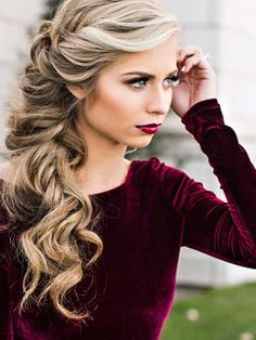 This gorgeous festive look proves that makeup should complement the hairstyle and vice versa. | makebeautysimple.com @Cath_Millen