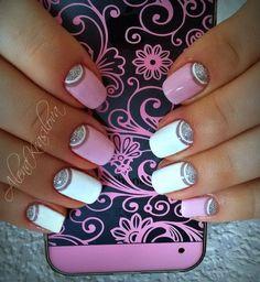 Шикарный лунный маникюр с использованием прозрачного, розового и белого лака с нежным перламутровым отливом привлекает внимание своей красотой. Блестки неспроста ...