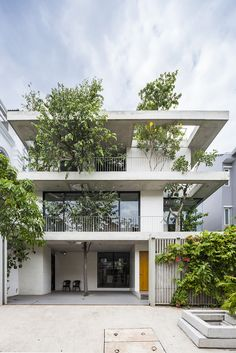 Gallery of Stacked Planters House / VTN Architects - 1