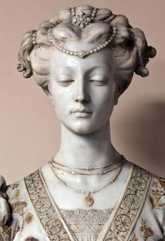 «Matelda». Marble bust. Etched and gilded. No apparent signature. 19th Century. Detail.