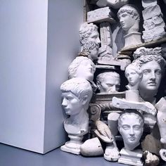 ◦Archaeology and History of Art. ◦Sculpture and art inspired by ancient greek and ancient roman culture and mythology. The Secret History, Land Art, Pulp Fiction, Vaporwave, Oeuvre D'art, Medusa, Scene, Decoration, Artwork
