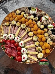 Aperitive reci - idei de platouri aperitive Party Food Platters, Food Garnishes, Tasty, Yummy Food, Catering Food, Food Decoration, Appetisers, Food Design, Appetizer Recipes