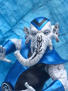Brother Warth of the Blue Lanterns. Sculpted by Keith Kopinski and built and painted by Eric Carter Blue Lantern Corps, Dc Comics, Green Lanterns, Dc Characters, Model Kits, Hero Arts, Dc Universe, Revenge, Aliens