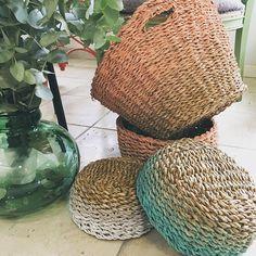 Ya hemos terminado de pintar las nuevas cestas hechas a mano con unos bonitos degradados. Disponibles en la tienda desde hoy. Quieres un color diferente? Es tan fácil como pedírnoslo y te lo hacemos sólo para ti. No te olvides de seguirnos en Instagram!!! #decoworkshop #tallerescreativos #cestas #cestaspersonalizadas #cestasdecoradas #degradado #pintadoamano #decoracion #deco #handmade #hechoamano #nevadcosas #cosaschulas #decoraciondeinteriores #eixamplevalencia #theoak…