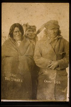takaró - kabát Crow Dog, on the right, killed Chief Spotted Tail