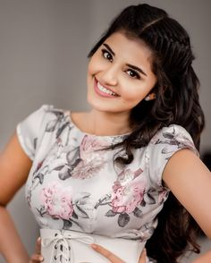 Anupama parameswaran cute and hot bollywood Indian actress model unseen latest very beautiful and sexy images of her body curve south ragalh. Beautiful Girl Photo, Beautiful Girl Indian, Most Beautiful Indian Actress, Beautiful Gorgeous, Gorgeous Women, Photos Hd, Anupama Parameswaran, Stylish Girl Images, Cute Girl Pic
