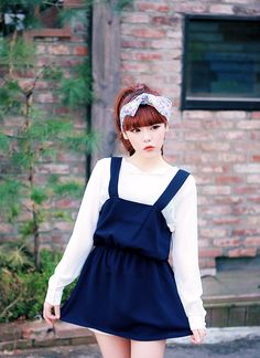 Korean Fashion classic ulzzang outfit, with extra points for the cute hair accessory.  -Lily