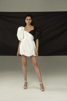 Runway Fashion, Girl Fashion, Fashion Show, Fashion Dresses, Fashion Design, Dresses Short, Haute Couture Dresses, Kitenge, Event Dresses