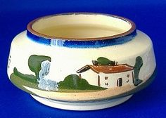 This is a Watcombe Devon Ware, Torquay England mottoware or motto ware sugar bowl or sugar basin made 1910-1920s. It has the motto Soft Words Win Hard Hearts and is in excellent condition.