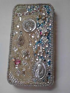 iPhoneケースです。マザーテレサのペンダントトップを使用しました。裏にpray for us と書いてありました。|ハンドメイド、手作り、手仕事品の通販・販売・購入ならCreema。