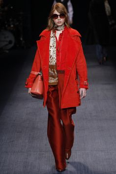 Trussardi Fall 2016 Ready-to-Wear Collection Photos - Vogue Fall Fashion 2016, Red Fashion, Fashion 2017, Couture Fashion, Autumn Winter Fashion, Runway Fashion, Fashion Show, Fall Winter, Fashion Weeks