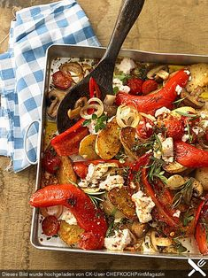 Mediterranean oven vegetables - Mediterranean baked vegetables with paprika, feta and tomatoes - Grilling Recipes, Cooking Recipes, Healthy Recipes, Vegetarian Recipes, Healthy Baking, Healthy Snacks, Oven Baked Vegetables, Eat Smart, Soul Food