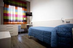 Un'altra camera dallo studentato in Pescara arredato da Uno Fabbrica.
