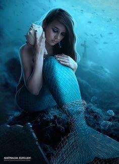 fantasy_blue_mermaid caught in the net_under the sea by Nathaliasuellen Fantasy Mermaids, Real Mermaids, Mermaids And Mermen, Fantasy Creatures, Mythical Creatures, Sea Creatures, Mermaid Wallpaper, Mermaid Fairy, Mermaid Shell