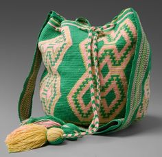 blueberrymodern:  mochila satchels made by the women of the wayuu tribe in colombia and venezuela found here
