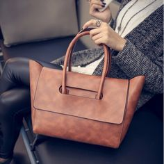 Ladies' Luxury Trapeze Tote Bag //Price: $39.02 & FREE Shipping // #eveningbags #eveningbags