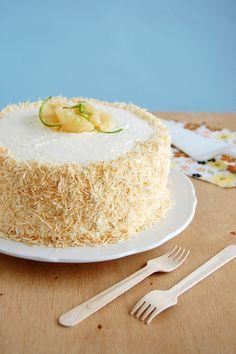 Piña Colada cake / Bolo Piña Colada by Patricia Scarpin
