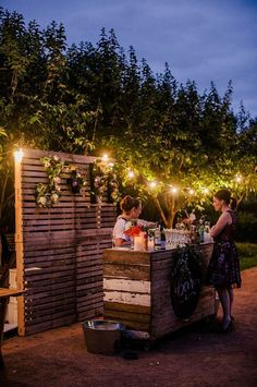 Wood palette wedding bar / http://www.himisspuff.com/rustic-wood-pallet-wedding-ideas/10/