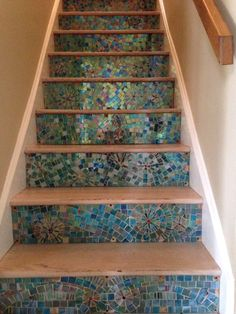 Wood shades: main names and how to combine in the decoration of environments - Home Fashion Trend Mosaic Stairs, Tile Stairs, Wood Stairs, House Stairs, Stair Art, Stair Decor, Foyers, Stair Renovation, Beautiful Stairs