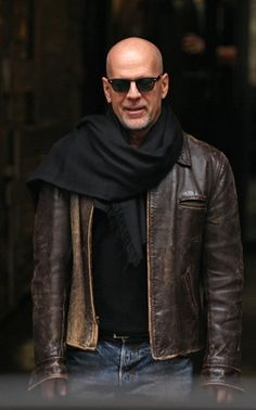 The resemblance between Bruce Willis and Hugh Dillon is astounding. A+ on the man-scarf, Willis.