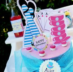 Alice in Wonderland Party printables sets:    http://www.birdsparty.com/alice-wonderland-party-mad-hattre-tea-party-printables-supplies.html