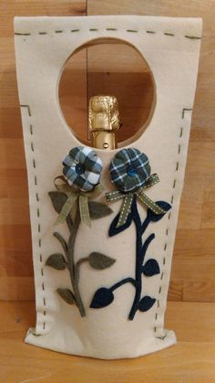 Wine Carrier, Wine Bottle Covers, Ely, Wine Gifts, Gift Bags, Needle Felting, Sewing Projects, Wraps, Knitting