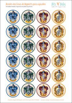 Freebie: Toppers do Harry Potter para cupcakes e docinhos – Bits 'N' Bobs Harry Potter Halloween, Harry Potter Diy, Natal Do Harry Potter, Harry Potter Badges, Harry Potter Fiesta, Harry Potter Classroom, Theme Harry Potter, Harry Potter Baby Shower, Harry Potter Christmas