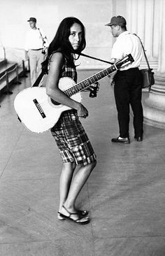 World's Best Joan Baez Stock Pictures, Photos, and Images - Getty Images Joan Baez, American Folk Music, Z Music, Lincoln Memorial, Patti Smith, Famous Singers, Elizabeth Taylor, Bob Dylan, Women In History