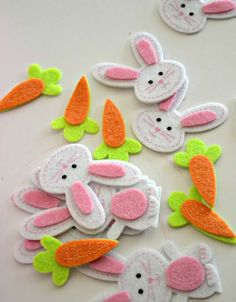 felt easter bunnies and carrots - Live. crafts for elderly felt easter bunnies and carrots - Darice Felt Crafts Diy, Bunny Crafts, Easter Crafts For Kids, Felt Diy, Felt Bunny, Easter Bunny, Carrot Craft, Felt Board Patterns, Easter Story