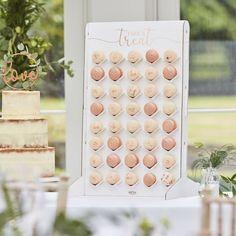 Candy Bar Zubehör Mit dieser Macaron-Hochzeitstorten-Alternative könnt ihr euren Gästen etwas Süßes schenken. Stellen Sie einfach oben auf den Hochzeitstisch und bestücken Sie mit bis zu 40 Macarons - jetzt einfach genießen und den Tag feiern.