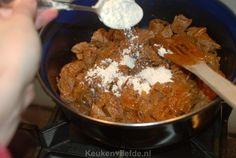 Grootmoeders draadjesvlees - Keuken♥Liefde Goulash, Meat, Food, Jasper, Hush Hush, Essen, Meals, Yemek, Eten