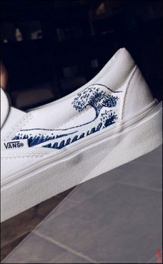 shelbyyburns ➳ hand painted wave vans, Source by mllervondey shoes ideas Painted Canvas Shoes, Custom Painted Shoes, Painted Vans, Painted Sneakers, Hand Painted Shoes, Vans Customisées, Converse, Vans Men, Custom Vans Shoes