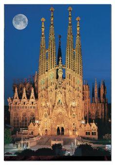 Barcelona, Catedral Sagrada Familia a la luz de la Luna