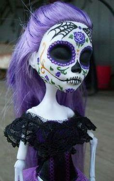 Skelita Calaveras Sugar Skull Repaint  Skelita Claveras Doll - http://tmblr.co/ZPNP8u1MIEuVX  http://www.facebook.com/goreydetails http://twitter.com/GoreyDetails